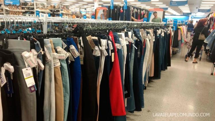 8846eb24dfa03 A Ross é uma loja que recebe peças de coleções passadas ou clássicas (que  sempre tem nas lojas) de grandes marcas como  Calvin Klein, Levi´s, Tommy  Hilfiger ...